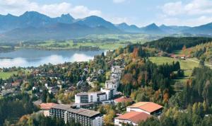 Rehakliniken Bayern: m&i-Fachklinik Enzensberg in Hopfen am See - Füssen