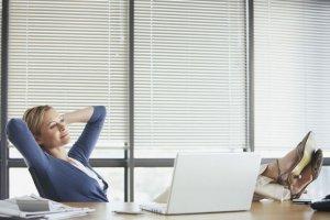 Ratgeber: Sommerfitte Beine - Sechs Tipps für alle, die im Job viel sitzen oder