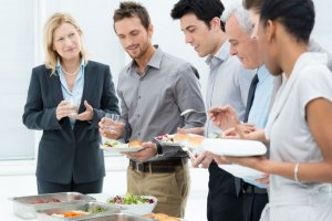 Ratgeber: Gesundes Miteinander in der Firma - Führungskräfte sollten in vielerle