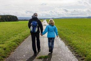 Ratgeber: Zehn Tipps gegen Kopfweh - Schmerzkiller von Bewegung bis Baden, von W