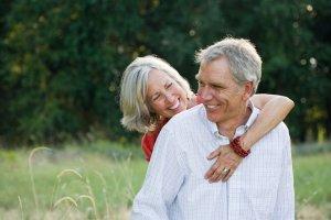 Ratgeber: Schmerzen einfach wegküssen - Aktuelle Studie zeigt: Liebe kann Beschw