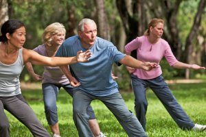Ratgeber: Achtsam aktiv werden bei Arthrose - Die besten Tipps zum Start in die
