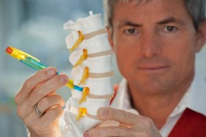 Ratgeber: Bandscheibenvorfall: 5 Fakten - Was Patienten wissen sollten