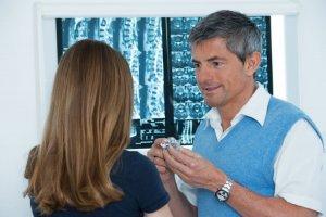 Ratgeber: Sanft zum Rücken, stark gegen Schmerzen - Minimalinvasive Verfahren